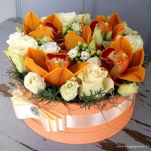 Virágdoboz színes, vegyes virágokkal
