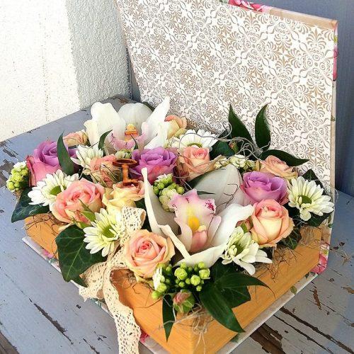 Virágdoboz vegyes, színes virágokból