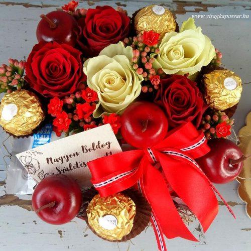 Virágdoboz csokival, vörös-krém színben