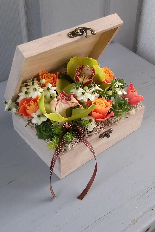Favirágdoboz vegyes, színes virágokból