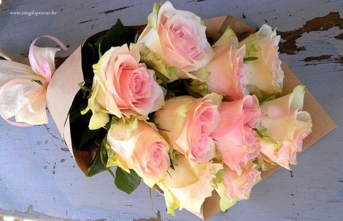 Szálas csokor rózsaszín rózsából