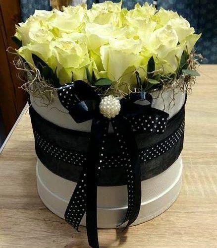 Fehér-fekete virágdoboz