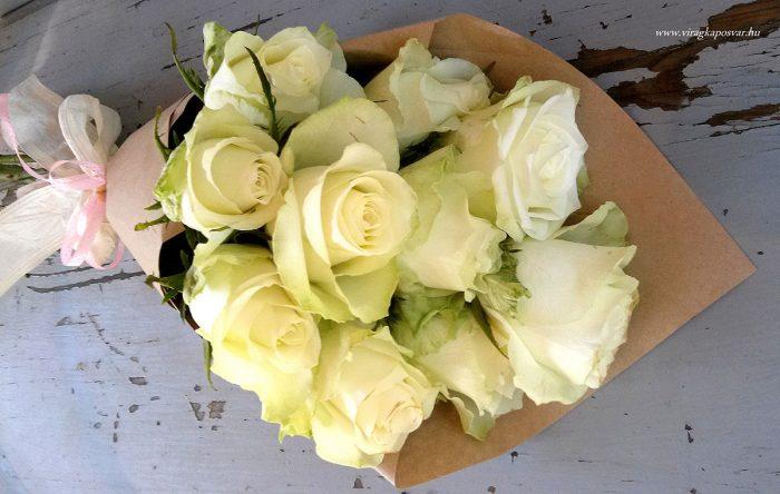 Szálas csokor fehér rózsából