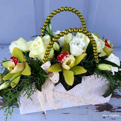 Virág ridikül fehér-zöld virágokkal