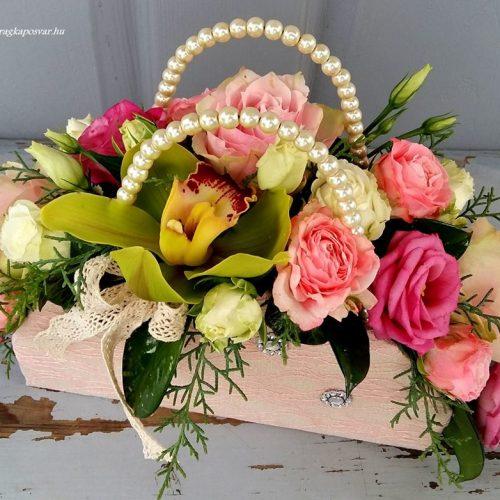 Virág ridikül rózsaszín árnyalatokkal