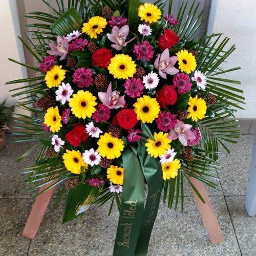 Állókoszorú vegyes színes virágokból