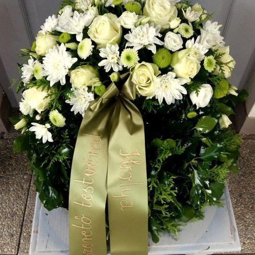 Görög koszorú egy ponton díszített vegyes fehér virágokból