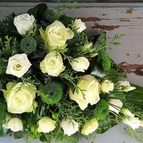 Tűzött sírcsokor zöld –fehér színekkel