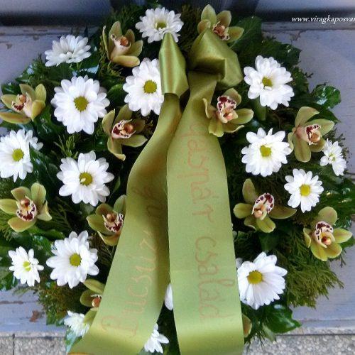 Görög koszorú körben díszített vegyes virágokból