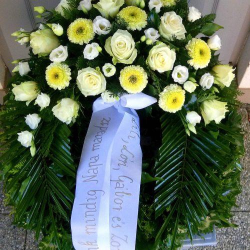 Görög koszorú egy ponton díszített vegyes virágokból gerberával, rózsával