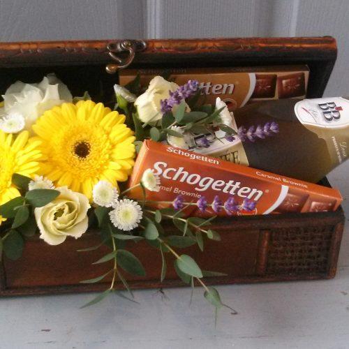Virágláda pezsgővel-csokival