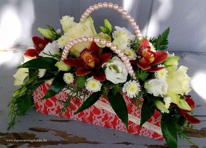 bordó virágridikül krém csipkéves