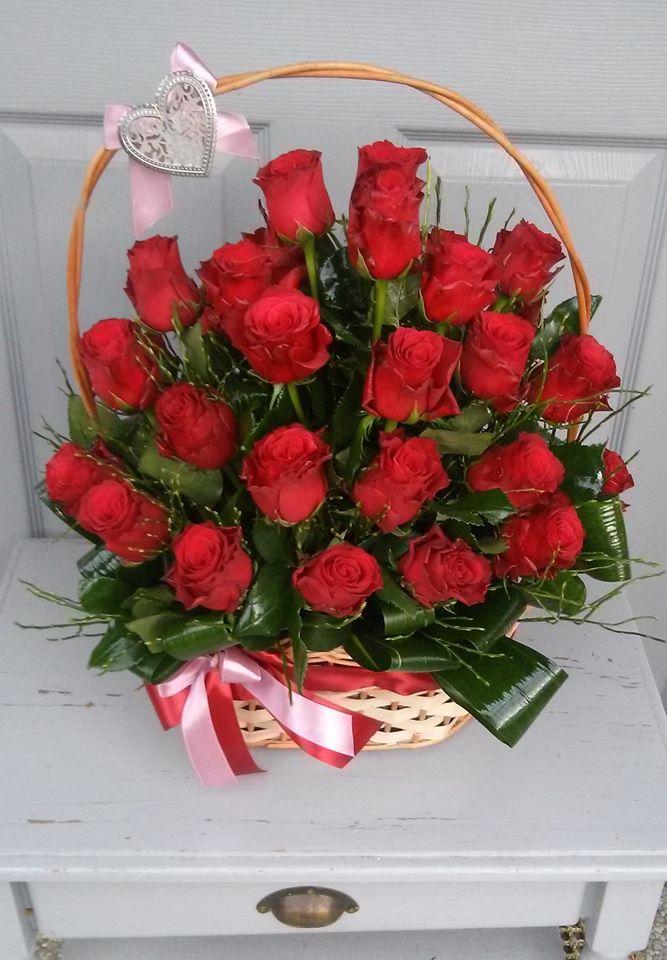 Vörös rózsa kosár